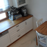 Nowoczesne wyposażenie kuchni, dębowy blat kuchenny i dębowy stół