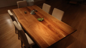 Niepowtarzalny stół z drewna dębowego