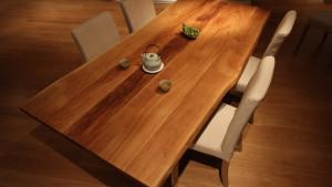 Nietuzinkowy stół kuchenny z dębu