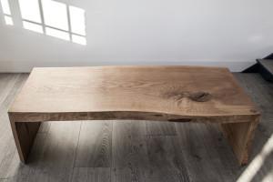 Nietypowy nowoczesny drewniany stół