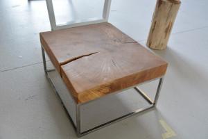 Drewniany nowoczesny stolik do salonu