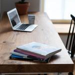 Biurko z drewnianym nowoczesnym blatem