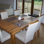 Duży stół kuchenny z drewna dla 6 osób