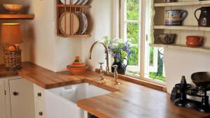 Piękna, nowoczesna kuchnia, dębowy blat kuchenny
