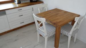 Mały, stół z drewna, kuchnia