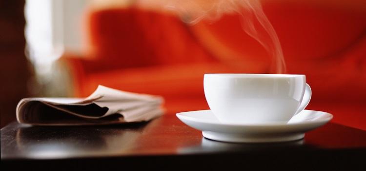 Stolik kawowy do salonu? Wybierz z drewna!